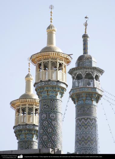 イスラム建築(コム聖地でのハズラト・マースメの聖廟のミナレット)-66