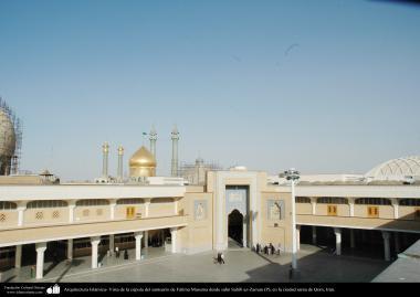 Arquitectura Islámica- Vista de la cúpula del santuario de Fátima Masuma desde sahn Sahib az-Zaman (P), en la ciudad Qom - 90