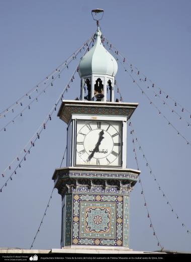 Arquitetura Islâmica - Vista da torre do relógio, do Santuário de Fátima Masuma (SA), na Sagrada cidade de Qom, Irã