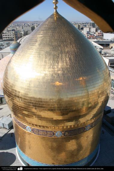 Arquitectura Islámica- Vista superior de la cúpula dorada del Santuario de Fátima Masuma en la ciudad santa de Qom - 79
