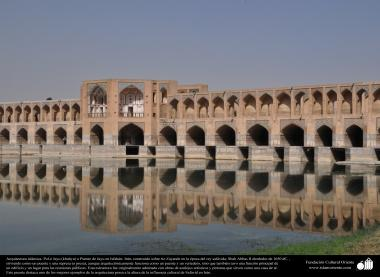 イスラム建築(1650年に建てられたイスファハン州における33アーチ橋)-42