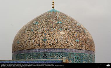 Architettura islamica-Una vista di cupola e Kashi-Kari storico(Rivestire di piastrelle) di moschea Sheikh(Sceicco) Lotf-o-llah-Isfahan(Iran)-11