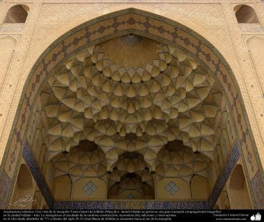 Исламская архитектура - Облицовка кафельной плиткой (Каши Кари) - Мечеть Джами Исфахана - Перестройка в 771 г. - 17