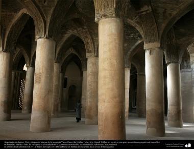 Arquitectura islámica- Una vista interna de la mezquita Yame (Jame) de Isfahán-construida y renovada desde 771 hasta el tiempo-3