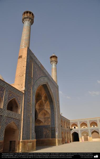 معماری اسلامی - نمایی از مناره ها و کاشی کاری تاریخی مسجد جامع اصفهان، ایران - ساخت و بازسازی در سال 771 -  48