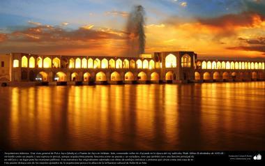 """Исламская архитектура - Вид моста """"Си-о-се-поль"""" (тридцать три моста) , построенного над рекой Заянде в 1650 г.н.э - Исфахан , Иран - 43"""
