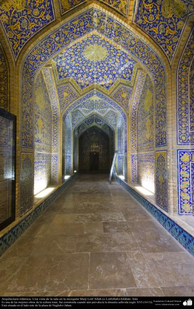 Islamic Arquitechture - A glance at the entrance of Sheij Lotfollah's Mosque -Isfahan - 19