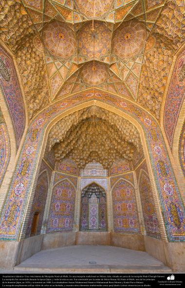 Arquitetura islâmica- vista parcial interna da mezquita Nasir al-Mulk em Shiraz, Irã. Ela foi terminada no ano de 1888