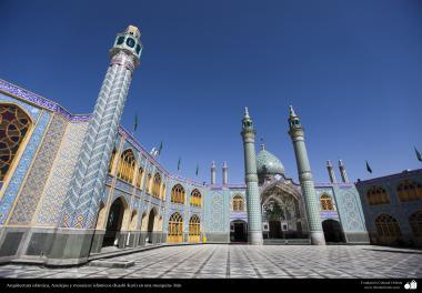 Architettura islamica-Vista di architettura e Kashi-Kari(Rivestimento di piastrelle) di una moschea storica in Iran-67