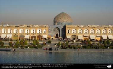 Arquitetura Islâmica -  Visão da mesquita Sheij Lotf Allah (o Lotfollah) da praça Naghsh Yahan - Isfahan, Irã