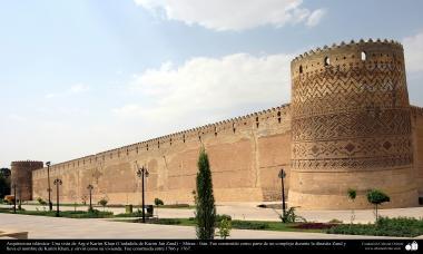 Islamische Architektur- Eine Aussicht auf Arg-é Karim Khan ( Karim Yan Zand Zitadelle) – Shiraz – Iran, errichtet zwischen 1766 und 1767 - (16) - Islamische Kunst