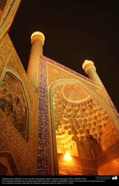 Architettura islamica-Vista di minareti e Kashi-Kari(Rivestimento di piastrelle) storico di moschea Imam Khomeini(Moschea Shah),Isfahan(Iran)-7