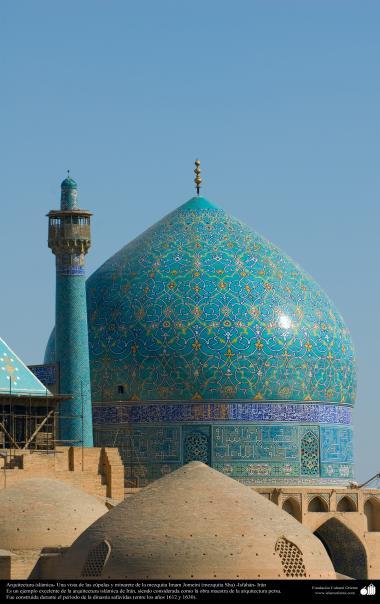 Arquitectura islámica- Una vista de las cúpulas y minarete de la mezquita Imam Jomeini (mezquita Sha) -Isfahán -18