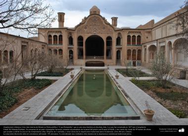 "Arquitectura islámica- Una vista interna de Khane-ye Boruyerdiha o ""Casa Borujerdis"" que es una casa histórica en kachan - 238"