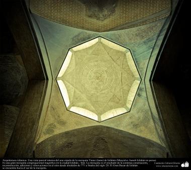 Arquitectura islámica- Una vista parcial interna del una cúpula de la mezquita Jame de Isfahán - 50