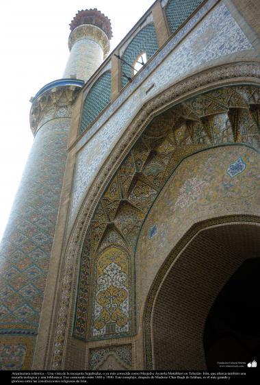Architecture islamique, une vue de la mosquée Sepehsalar, plus connus sous le nom de la Mosquée Ayatollah Moutahari, dans la ville de Teheran, Iran - 235