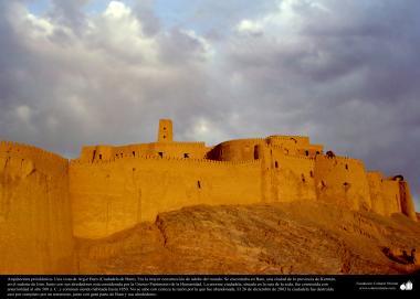 Vorislamische Architektur - Ein Blick auf Arg-é Bam (Zitadelle von Bam). Es war die größte Lehmkonstruktion der Welt - 500 n.Chr. Kerman - 27 - Islamische Kunst - Vorislamisch-persische Architektur