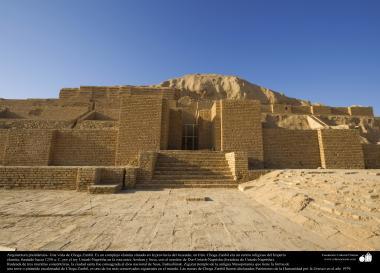 Arquitetura pré-islâmica - Uma vista de Choga Zanbil. Um complexo elamita construído a 1250 a.C  Juzestán - Irã - 3