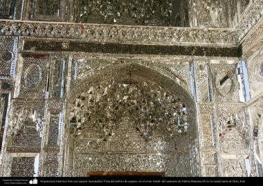 Arquitectura Islámica-Arte con espejos incrustados; Vista del pórtico de espejos -en el eivan Aineh- del santuario de Fátima Masuma (P) en la ciudad santa de Qom - 62