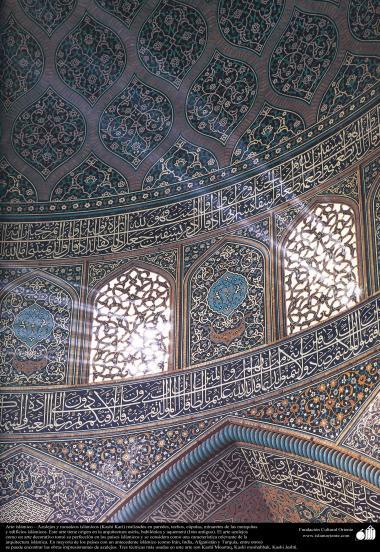 اسلامی معماری - اسلام کی مسجد اور عمارتوں میں فن کاشی کاری اور ٹائل کا ایک نمونہ ، دیوار، چھت، گنبد اور مینارہ کی سجاوٹ کے لیے - ۶۲