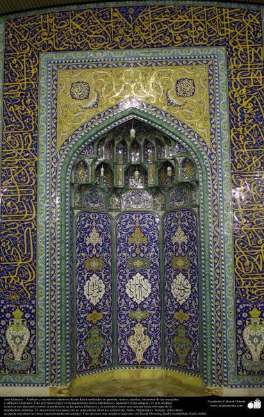 イスラム建築(コム聖地でのJamkaranモスクの壁における書道・タイル張り)-98