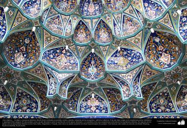 Arquitetura Islâmica - Muqarnas é um tipo de mísula empregado na decoração da arquitetura islâmica e persa tradicional
