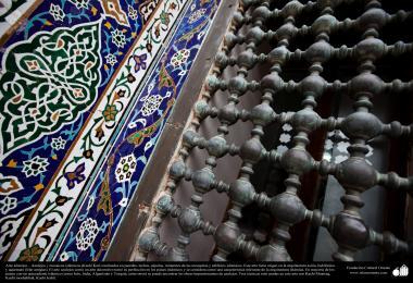 Arte islâmica - Azulejos e mosaicos islâmicos (Kasi Kari) utilizados na ornamentação de cúpulas, minateres em das mesquitas e em outros edifícios islâmicos