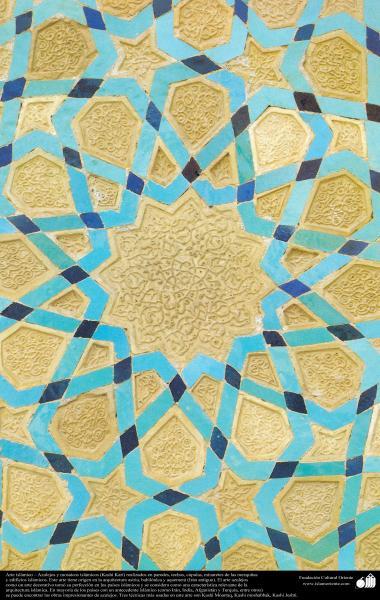 Architecture islamique - Une vue de motif de carrelage utilisé dans les murs, les plafonds, les dômes et les minarets - 47- 49