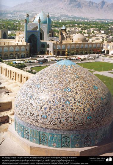 اسلامی فن تعمیر - مسجد کی گنبد پر کاشی کاری (ٹائل کا فن) کا ایک نمونہ - ۳۵