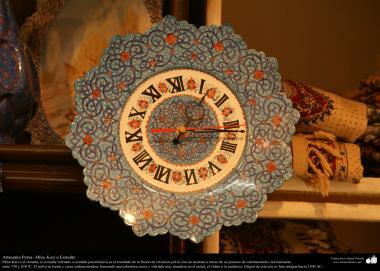 Arte islamica-Artigianato-L'orologio da tavolo turchese applicato di Mina Kari o lo smalto-Oggetti ornamentali-32