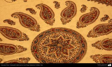 اسلامی فن - ہاتھ سے مہر کے ذریعے کپڑے پر چھاپ اور پھول پتی کی ڈیزاین (قلمکار چھاپ) - ۱۶