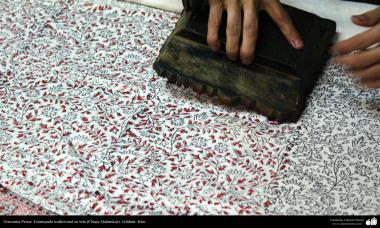 イスラム美術(手工芸品 、布に伝統的なスタンプをする業(Chape Qalamkar) -12