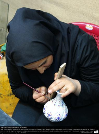 Arte islamica-Artigianato-Artista applicando Mina Kari o lo smalto-Oggetti ornamentali-36