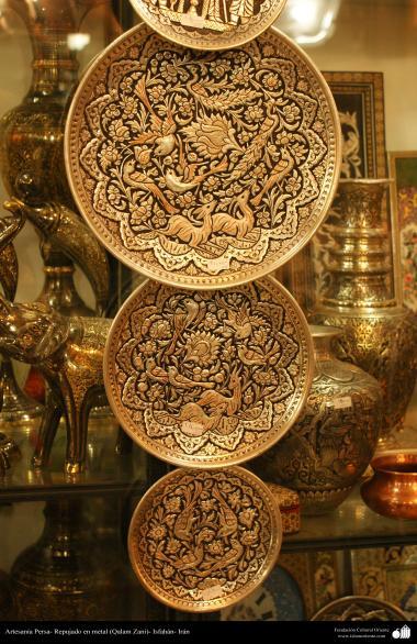 """Иранское искусство - Гравировка металла, """"Галам Зани"""" (тиснение) - Три тарелки - 32"""