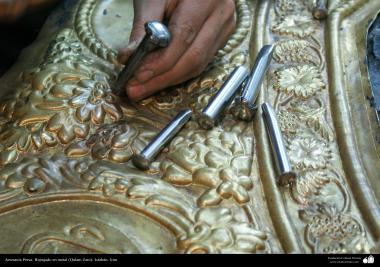 イスラム美術 - 手工芸品  -  金属に彫金(Qalam Zani)をする業 - ワークショップ - 6