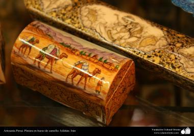 Artisanat perse. Peinture Isfahán- os de chameau (44)