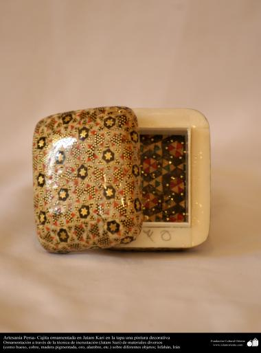 Artesanía Persa- Cajita ornamentada en Jatam Kari en la tapa una pintura decorativa - 12