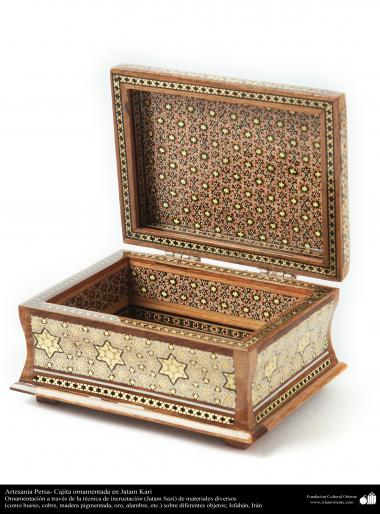 Persian Handicraft- little box ornamentated in Khatam Kari - on the cover a decorative painting - 4