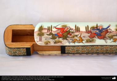Artesanía Persa- Cartuchera ornamentada en Jatam Kari en el centro una miniatura realizada sobre hueso - 20