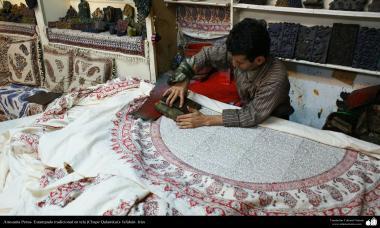 Persisches Kunsthandwerk - Traditioneller Tuchdruck auf Kleider (Chape Qalamkar) - 19 - Kunsthandwerk - Traditoneller Tuchdruck (stempeln) (Chape Qalamkar) - Foto