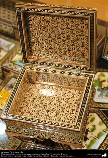 اسلامی ہنر - فن خاتم کاری سے ہاتھ سے سجایا ہوا باکس (ایک قسم کا مرصع جڑنا) ، ایران - ۵