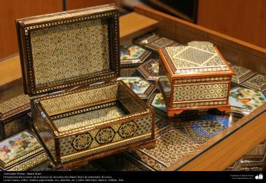 الفن الإسلامي - الحرف اليدوية الإسلامية - فن الخاتم على الخشب (خاتم كاري) – معرق و تزیین الاجسام - اصفهان، ایران - 73