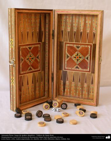 فن خاتم کاری سے ہاتھ سے سجایا ہوا باکس (ایک قسم کا مرصع جڑنا) ، ایران - ۲۳