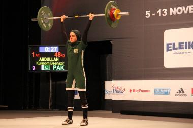 مسلم خواتین اور کھیل - پاکستانی کھلاڑی اسلامی حجاب میں
