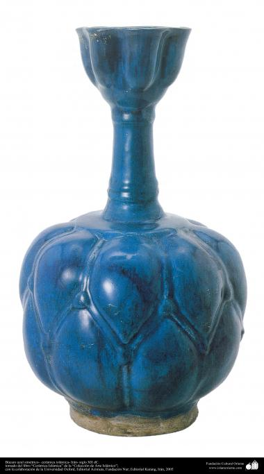 Búcaro azul simétrico – cerámica islámica- Irán- siglo XII dC.