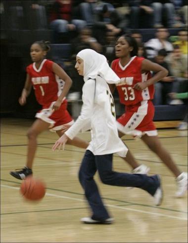 イスラム教の女性 - イスラム教の女子の運動(バスケットボール試合)