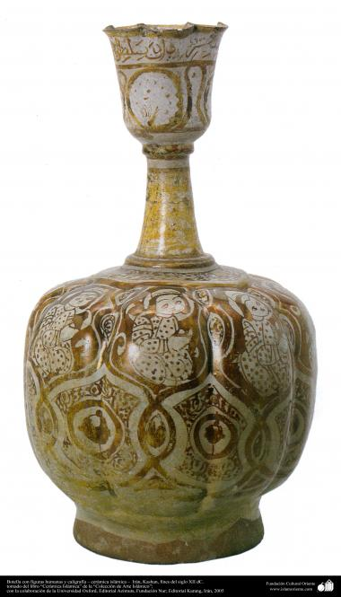 Botella con figuras humanas y caligrafía – cerámica islámica –  Kashan, fines del siglo XII dC. (62)