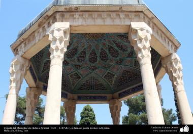 Pequeno domo no Mausoléu  de Hafez-e Shirazí (1325 – 1389 d.C), o famoso e poeta e mistico persa