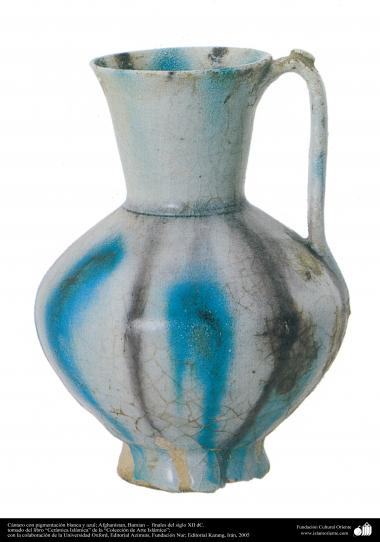 Cántaro con pigmentación blanca y azul; Afghanistan, Bamian –  finales del siglo XII dC.