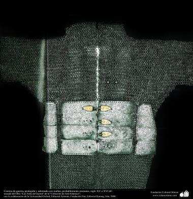 Camisa de guerra, protegida y adornada con mallas, probablemente otomano, siglo XV o XVI dC.